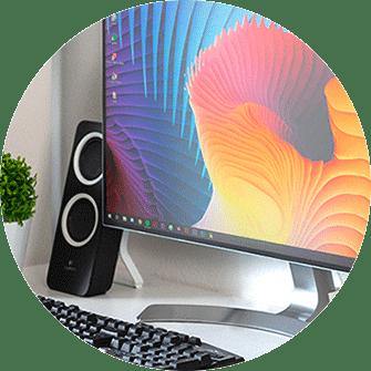 Foto mit Computer, Tastatur, PC-Lautsprecher
