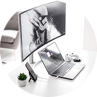 Laptop mit extra Monitor, Computerarbeitsplatz
