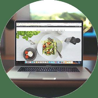 Erfolgreiches Webdesign, schöne Webseite, Laptop, Onlineshop